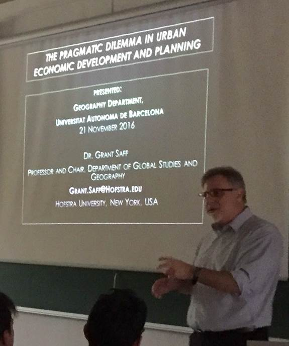 Dr. Grant, Saff, presenting to geography students at Universitat Autonoma de Barcelona, December 9.