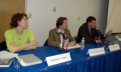 Stephanie E. Nanes, Magnus Bernhardsson and Scott Ritter at the Iraq: Sanctions and Inspections panel